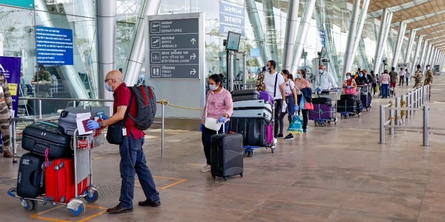 Chaotic airport experience with Covid checks as governments delays the adoption of digital processes to manage travel health credentials